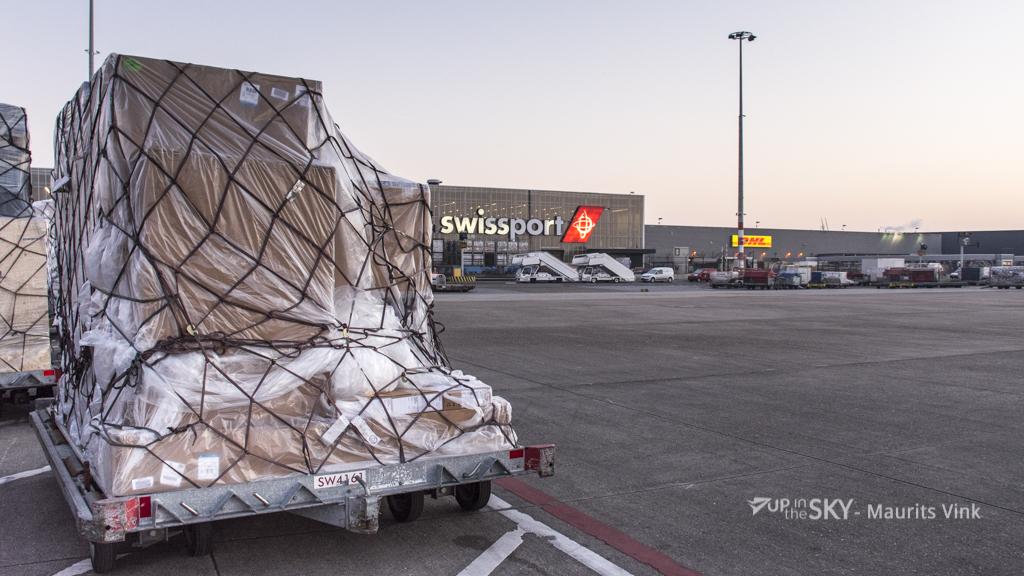 Dijksma legt probleem vrachtslots bij Schiphol