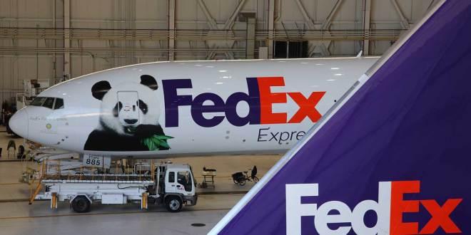 FedEx vervoert pandabeer naar China – foto's