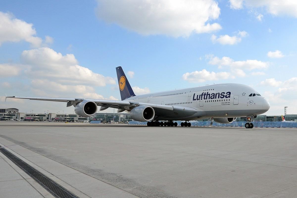 A380 Lufthansa botst op cateringtruck