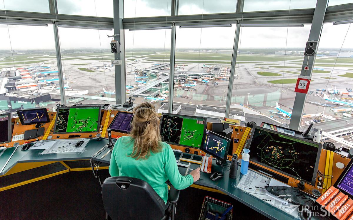 Een kijkje in de verkeerstoren op Schiphol   Foto & Video - Up in the Sky