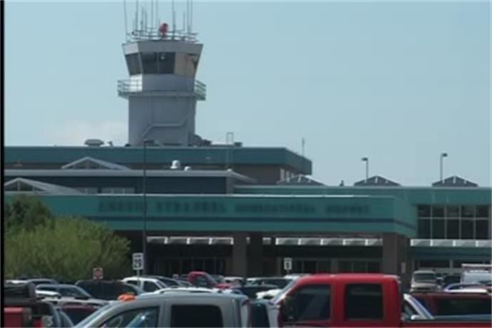 Air Emergency at Austin Straubel Airport_8071051449165694725