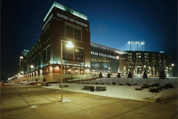 Volunteer at Lambeau Field_-5687986198583357844