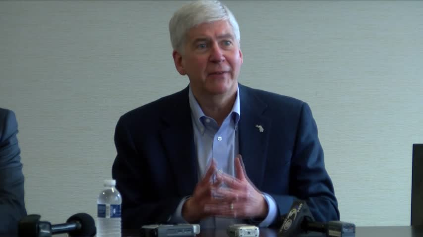 Governor meets with U-P- business leaders_10703288