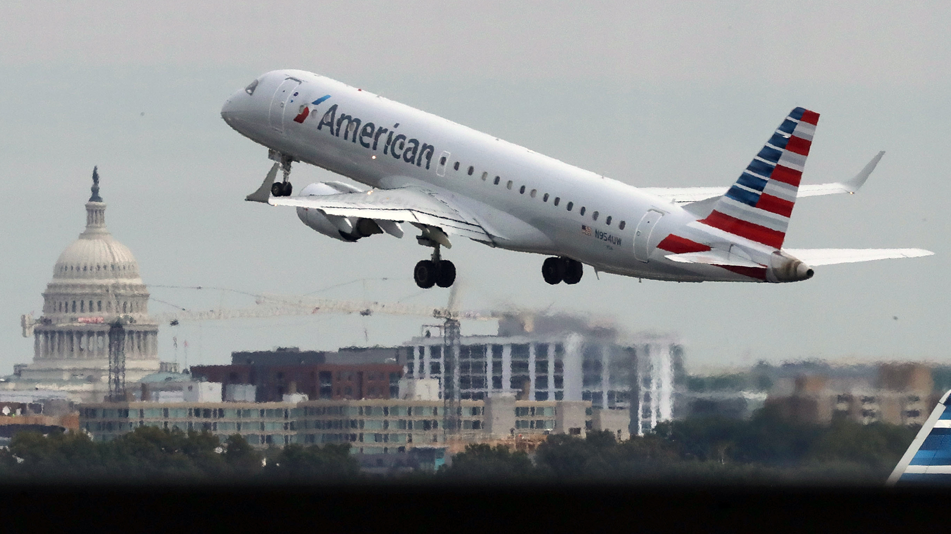 American Airlines plane takes off at Reagan airport-159532.jpg28583601