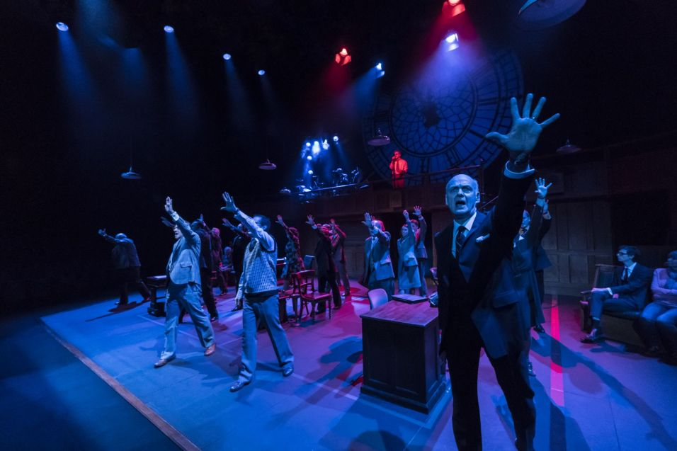 William Chubb and the company of This House_credit Johan Persson