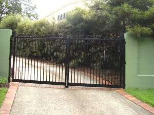 Aluminium loop fencing