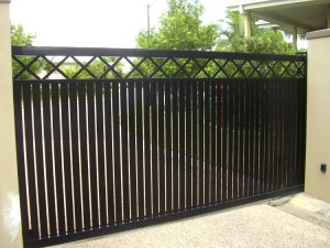 Aluminium sliding gate criss cross