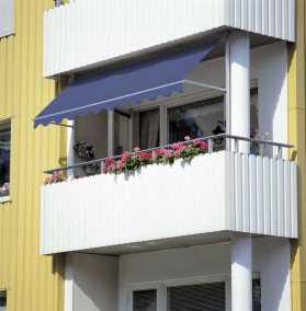 Markis Balboa monterad på inbyggd balkong