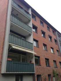 Fönstermarkis Robusta på balkong