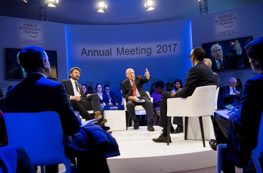 دعوات الى قادة الأعمال في دافوس إلى الدفاع عن حقوق الإنسان