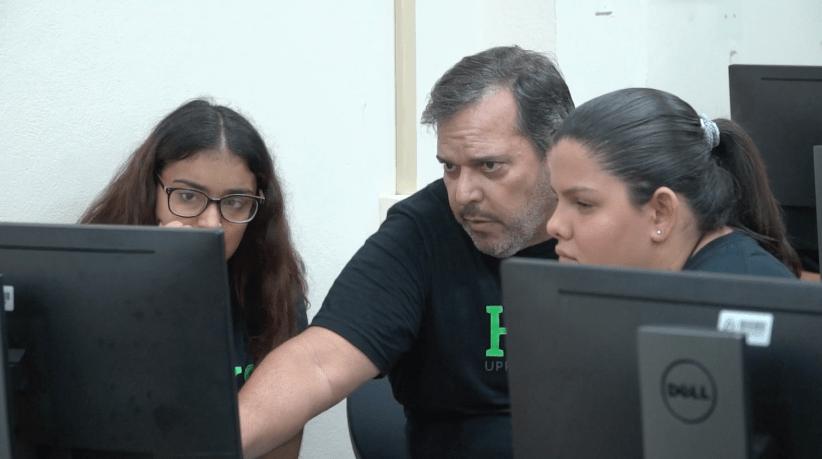 UPRM Hacks App Inventor