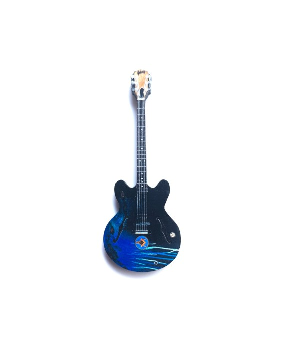 Tom Delonge - Black Blue Gibson Guitar Pin