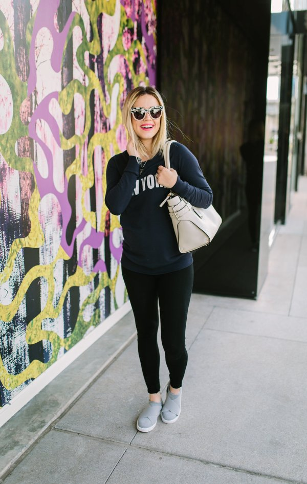 Comfy casual maternity | athleisure outfit | Mommy outfits | Casual mommy outfits | Uptown with Elly Brown