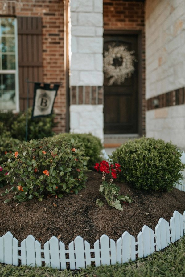 Flower Bed Makeover with Ecoscraps | DIY flower bed makeover | Uptown with Elly Brown