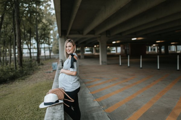 Priority shift + Casual Maternity Style by fashion blogger Uptown with Elly Brown