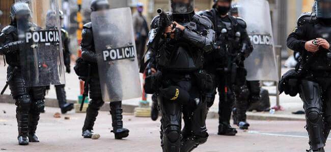 Investigación disciplinaria a 65 policías por presunto abuso de autoridad en protestas