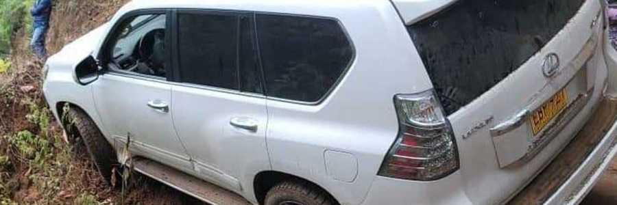 La camioneta del cantante Nelson Velásquez casi cae a un abismo en el Cauca