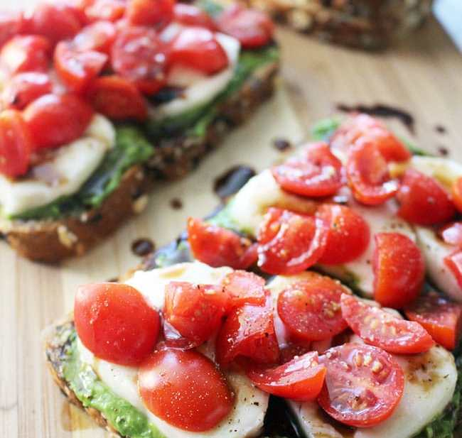 Pesto Caprese Tartines are the perfect open-faced sandwiches to serve for lunch or dinner, or as party appetizers! Recipe on UrbanBlissLife.com