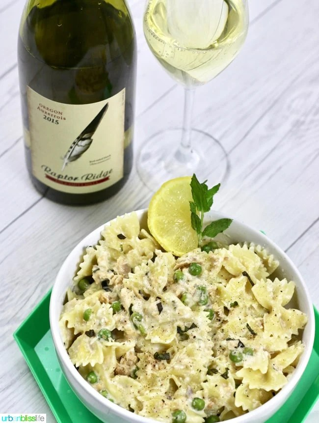 Creamy-Farfalle-with-Salmon-and-Peas-02
