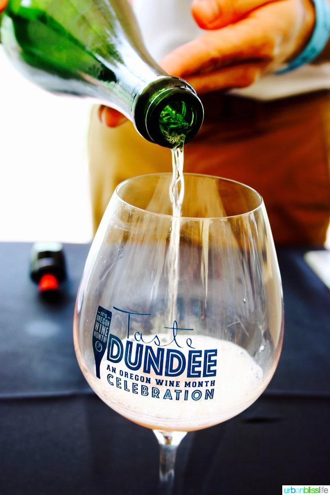 Taste-Dundee-Oregon-Bubbly-Pour