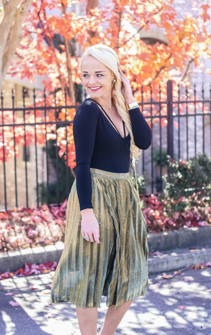 christmas-holiday-fashion-outfit-metallic-skirt