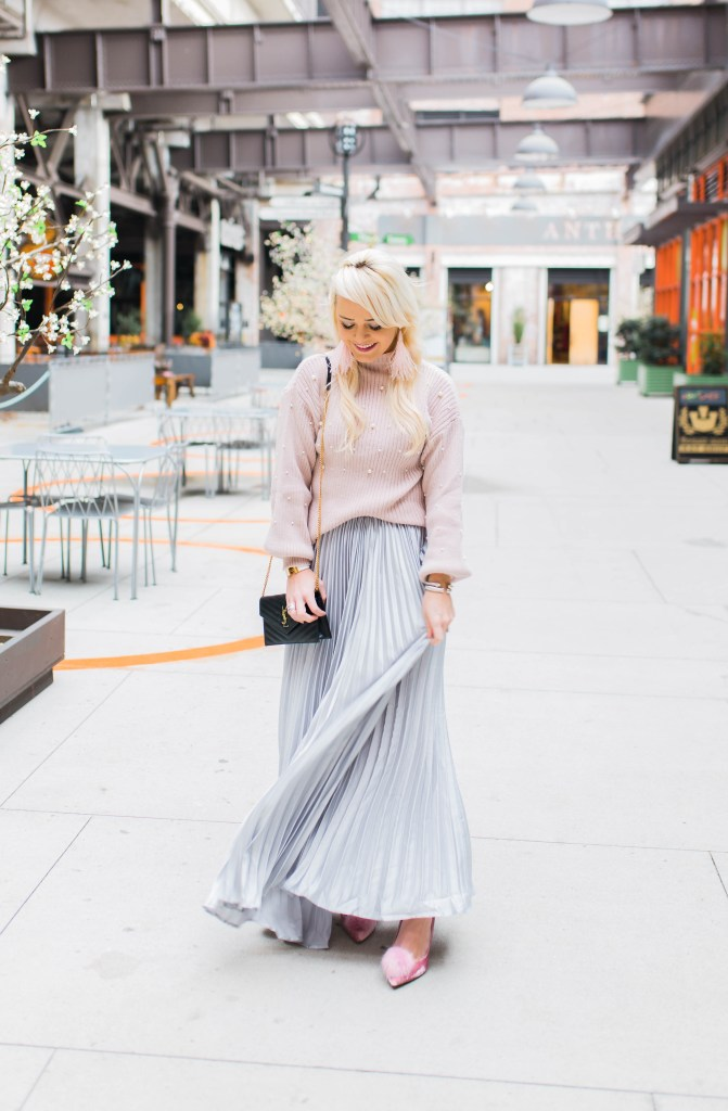 the-pleated-skirt-that-makes-a-statement-pom-pumps-sam-edelman