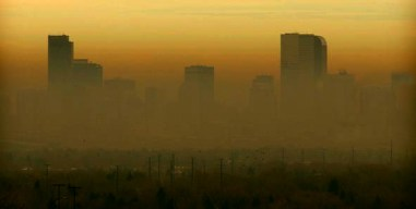 BROWN CLOUD--11-29-01--The worst brown cloud since last winter shrouds downtown Denver Thursday and created a red pollution day. PHOTO BY GLENN ASAKAWA/DENVER POST STAFF PHOTOGRAPHER