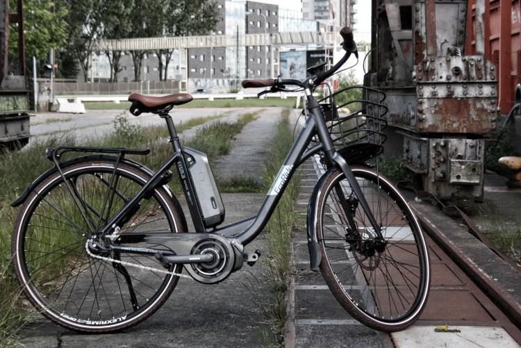 Att cykla elcykel och Ecoride Sense