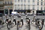 Paris, qui détient le record de vélos en service, avec 23.900 vélos et 1751 stations, manque la première place pour des détails, comme sa hotline payante.