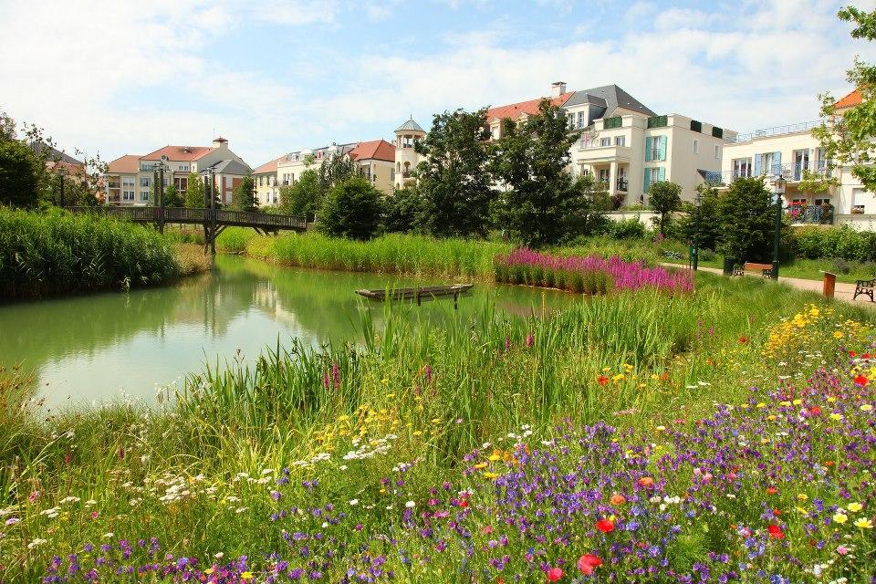 Vue du parc aménagé au coeur de la cité-jardin du Pressis Robinson.