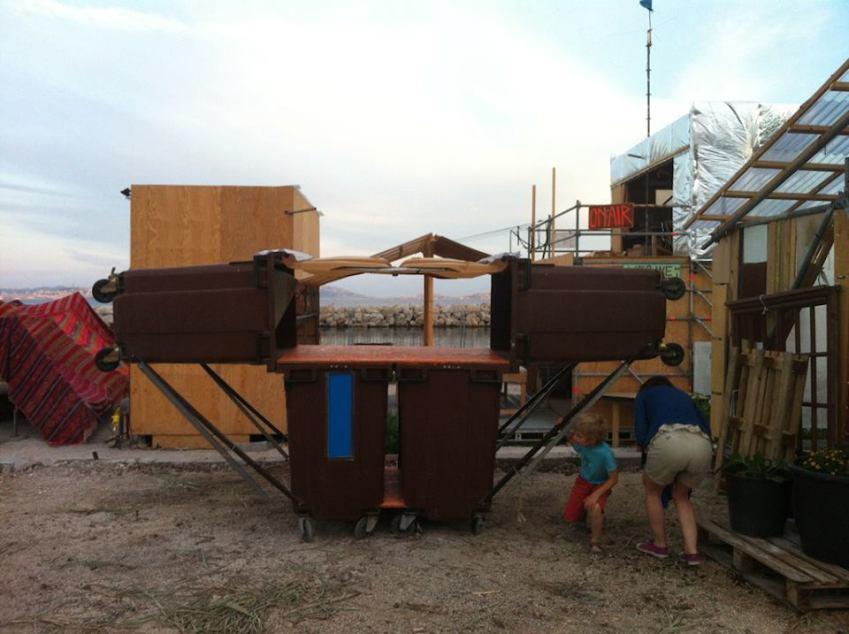 Neto 3000, unité d'hébergement basé sur des bacs à ordures