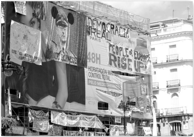 Le mouvement des indignés, Puerta del Sol, Madrid (source: Flickr, CC)