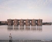 Jacques, 82 ans, Le Viaduc et les Arcades du Lac, Montigny-le-Bretonneux, Yvelines (Architecte : Ricardo Bofill) / © Laurent Kronental