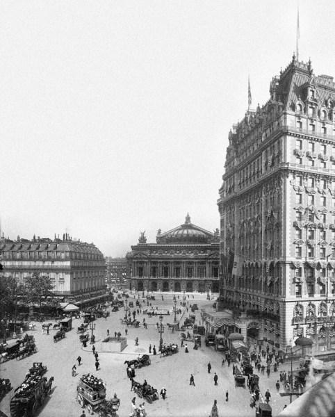 L'Opéra Garnier caché par une tour de Manhattan / © Luis Fernandes