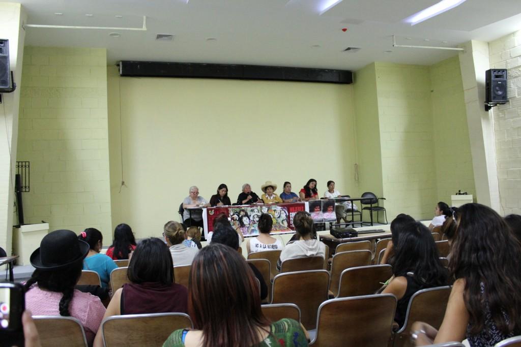 """Table ronde de représentantes de sept pays du Réseau Latino-américain de Femmes Défenseuses des Droits Sociaux et Environnementaux"""", « Resistencia HIII », 17.10.2016"""