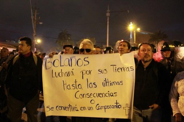 Habitants du quartier Bolaños et militants de l'association Acción Ecológica, dans la manifestation à l'inauguration de Habitat III à Quito, 17.10.2016