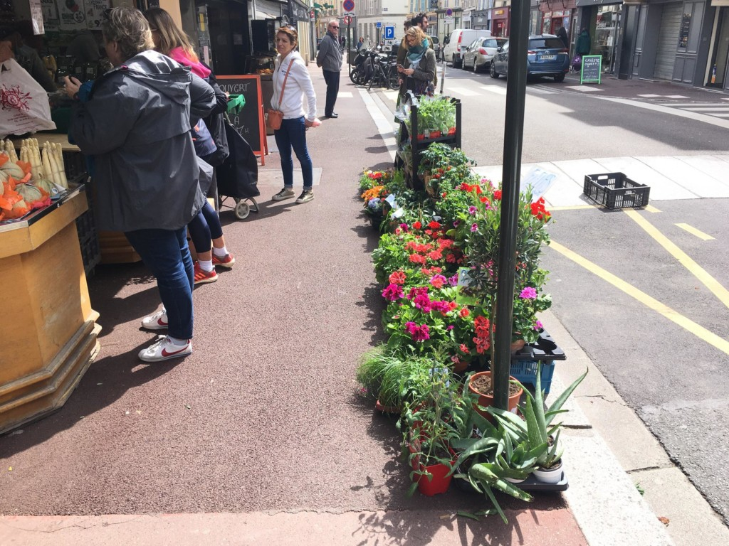 Modifications de l'espace public pendant le confinement. Rue de Paris à Saint-Germain-en-Laye. (photo : Q. Lefèvre)