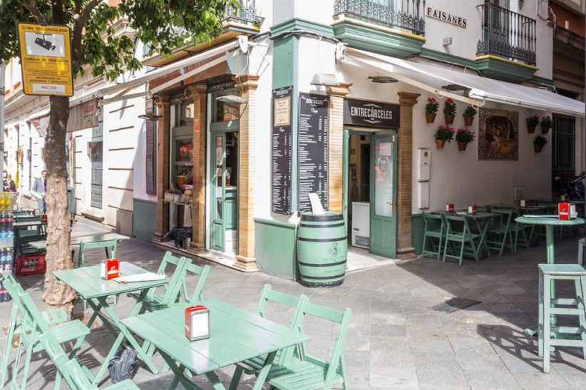 Taberna Entrecárceles, 125 años sirviendo cerveza en jarrillos de lata