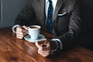 Leseprobe Routinezombie - Mann mit Kaffee