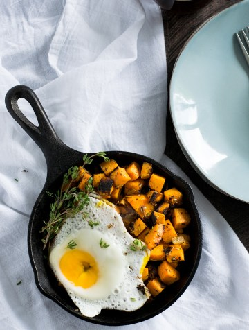 This vegetarian sweet potato hash makes a great quick & healthy weekday breakfast.