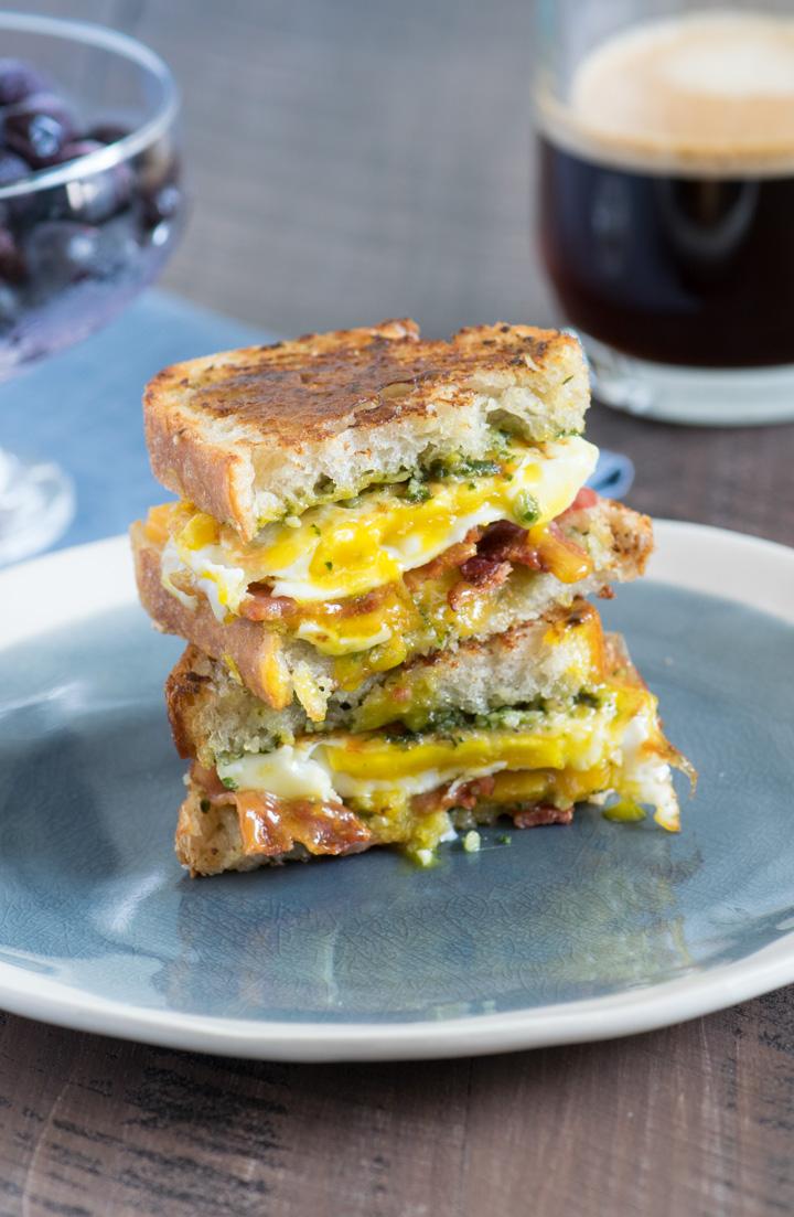 Toasted Cheesy Breakfast Sandwich