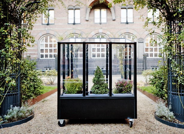 urban-greenhouse-courtyard-missdesignsays