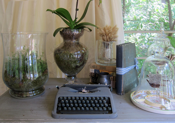 table-with-plants-showhouse