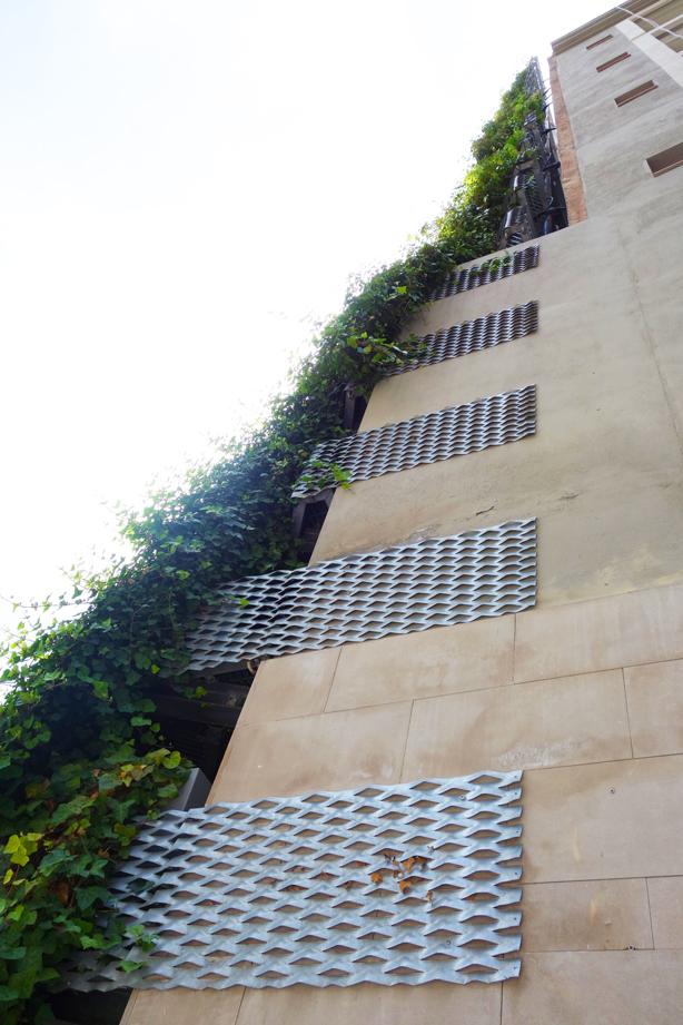jardi-tarradellas-green-side-wall-barcelona-facade-connection-urbangardensweb
