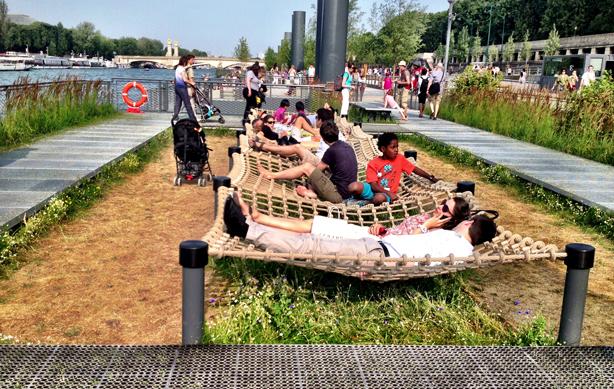 les-berges-paris-hammocks-on-seine-urban-observer