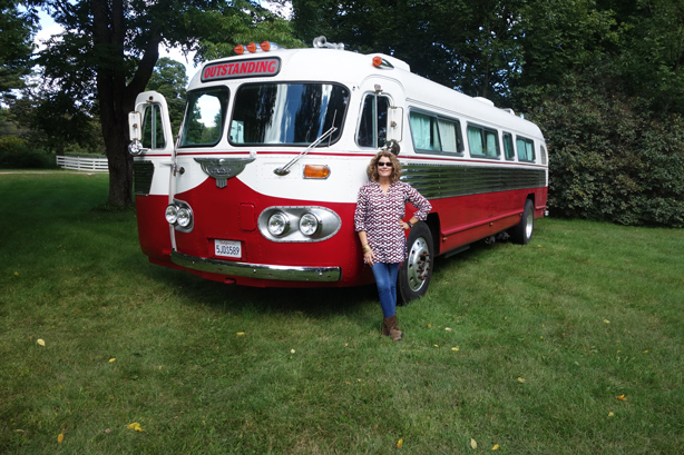 robnhorton-urbangardensweb-outstanding-in-field-bus
