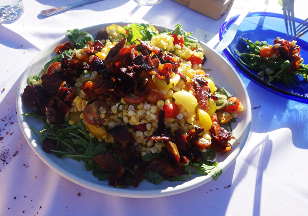 sweet-corn-tomato-arugula-salad-farm-girl-urbangardensweb