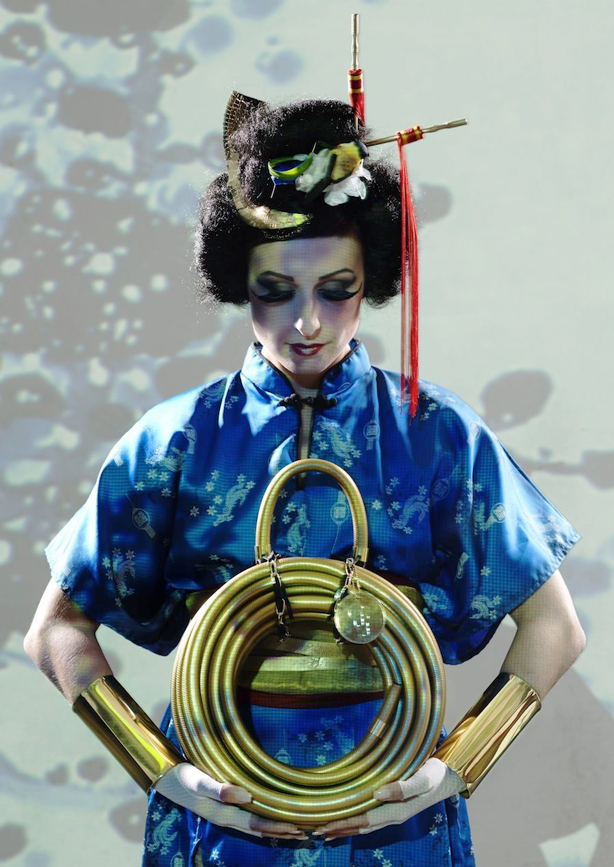 garden-glory-gold-hose-with-geisha