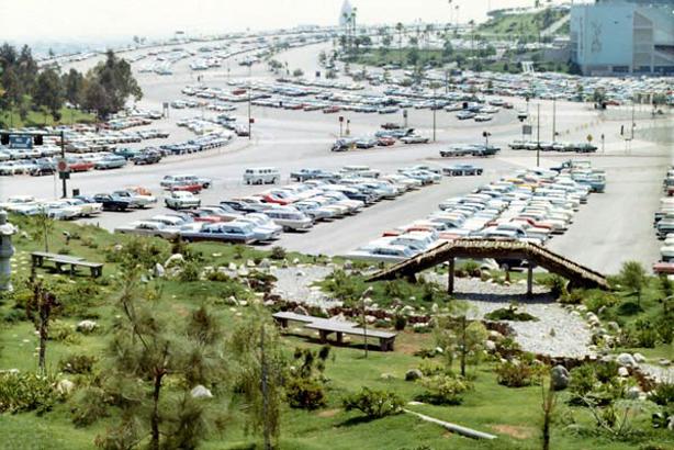 dodger-stadium_japanese_garden_overlooking-parking-lot