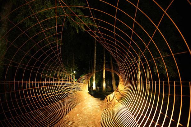 francis-beninca-tunnel-sclulpture-urbangardensweb